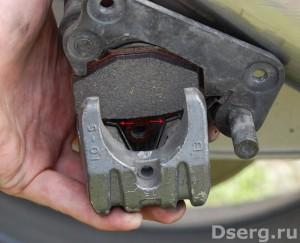 Рисунок 5. Замена тормозных колодок на мотоцикле