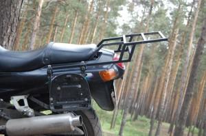 Багажник Kawasaki ZZR. Вид сбоку