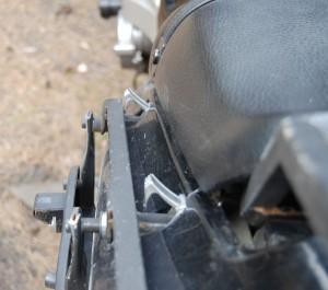 Багажник Kawasaki ZZR. Крепление к раме мотоцикла